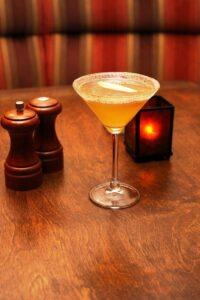 thanksgiving-cocktails-apple-cider-martini